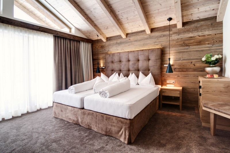 zimmer junior suite de luxe hotel magdalena mayrhofen tirol austria. Black Bedroom Furniture Sets. Home Design Ideas